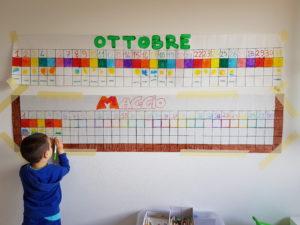 bambino che colora calendario